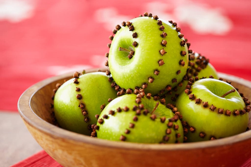 Apples and cloves